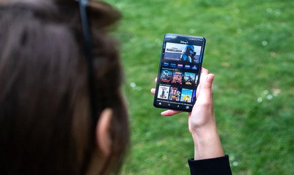 Postitse kuva Ilmaista virtuaalista viihdetta Espanjan lomalle Hyodynna suoratoistopalveluiden maksuttomat kokeilujaksot - Ilmaista virtuaalista viihdettä Espanjan lomalle