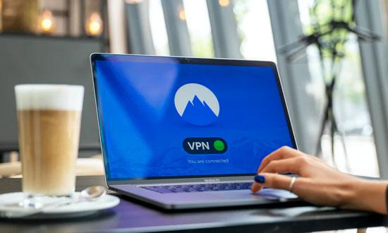 Postitse kuva Pysy ajan tasalla Suomen uutisista ja viihteesta Espanjan lomalla Kayta tarvittaessa VPN palvelua - Pysy ajan tasalla Suomen uutisista ja viihteestä Espanjan lomalla